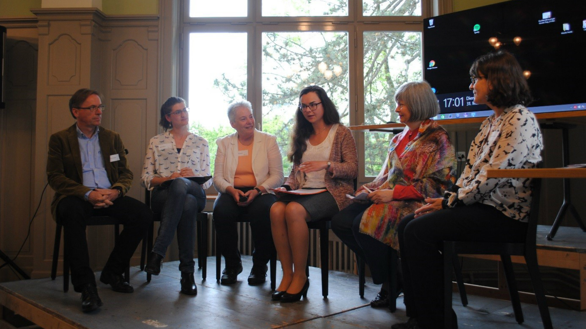 "Representatives of the University and young scientists discuss ""women in science"""