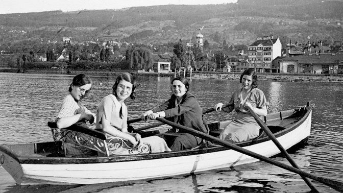 Studying without a professional perspective: the first women students at the HSG