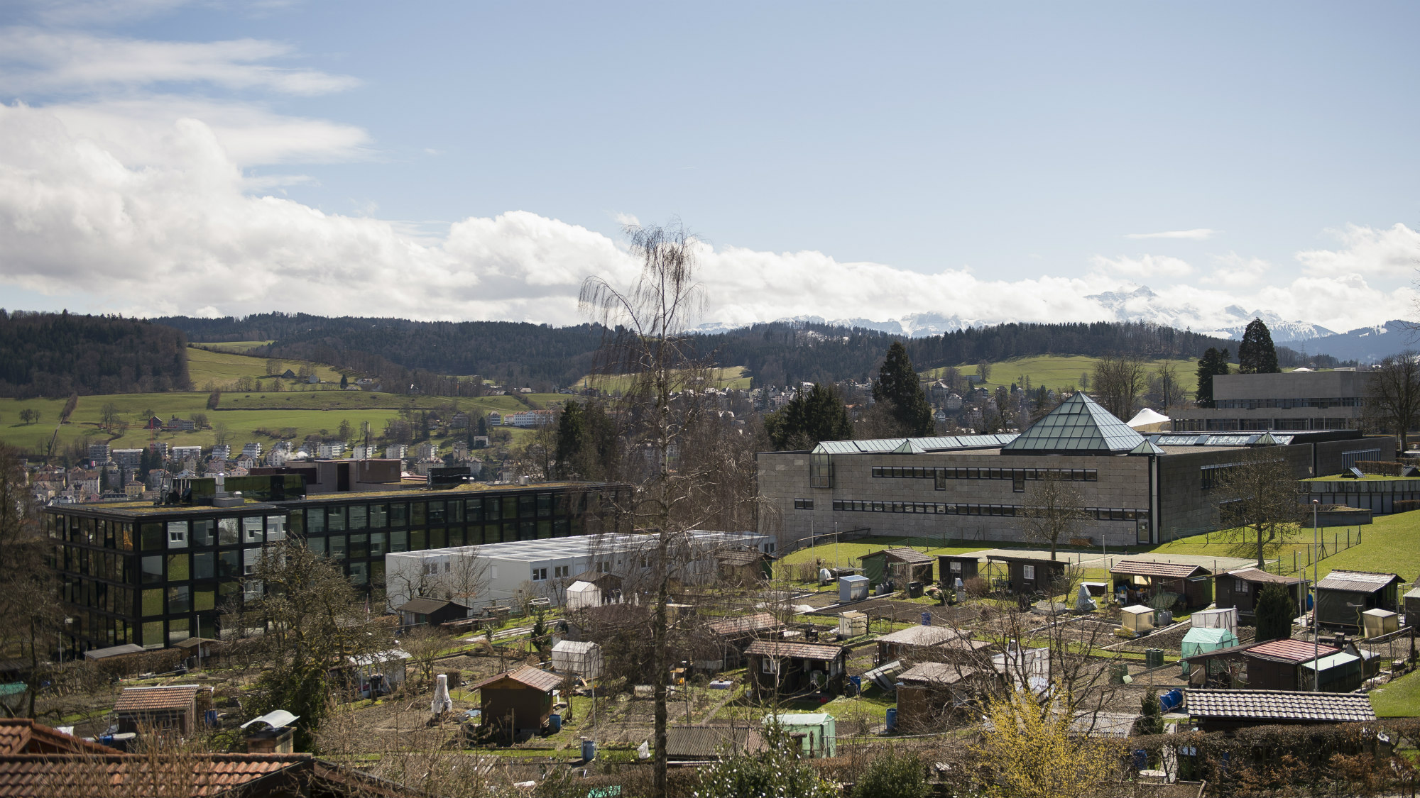 Photograph of the Library Building of the University of St.Gallen (HSG) with its surroundings