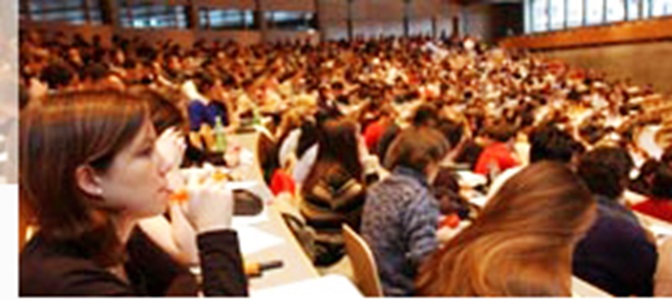 Side view of the crowded main lecture hall during a lecture.