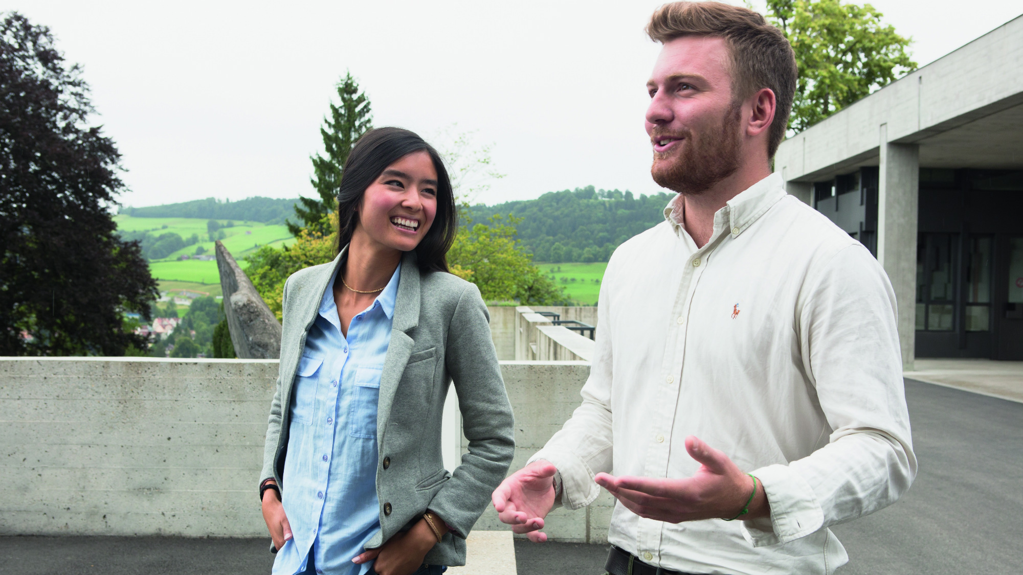 Two students outside, discussing at the University of St.Gallen (HSG)
